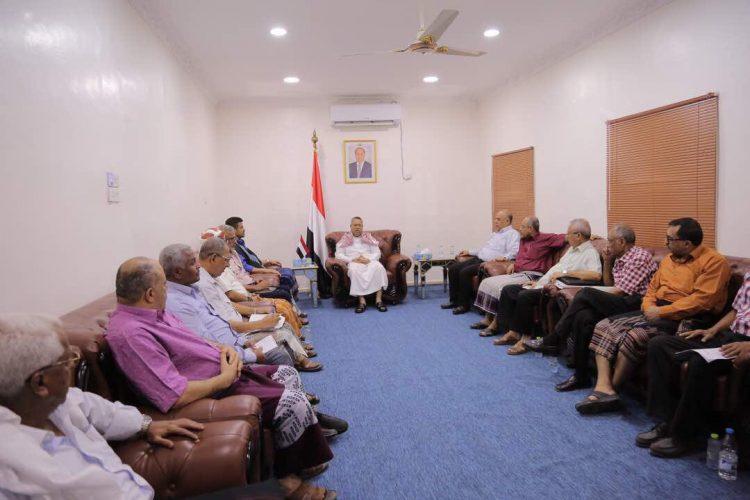 رئيس الوزراء يناقش في اجتماع مطول بعدن أزمة النفط ويتخذ قرارات لحل الأزمة