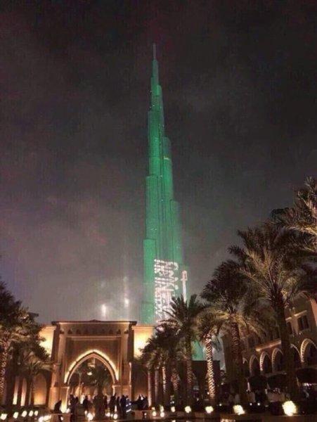 شاهد برج خليفة يتزين بعلم السعودية بعد تأهلها للمونديال