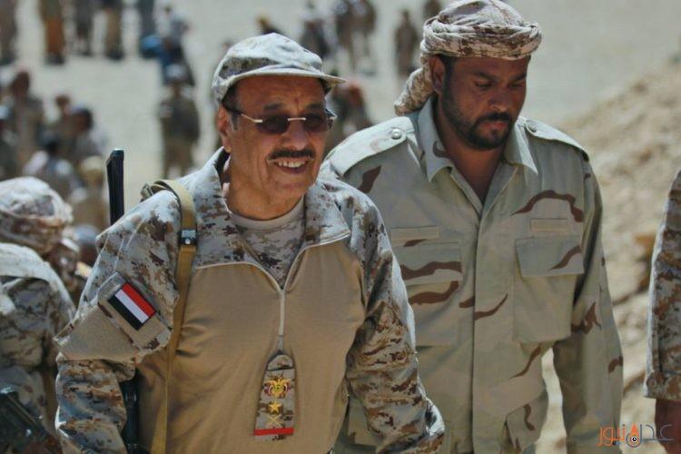 شاهد صور جديدة للفريق علي محسن الاحمر وهو حاملاً سلاحه في صنعاء ومأرب