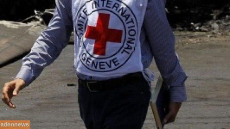 الصليب الأحمر يقدم مساعدات لأكثر من 8 آلاف أسرة متضررة من السيول