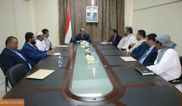 الفريق علي محسن يجتمع بممثلي الاحزاب في مارب ويشيد بدورهم في مساندة الشرعية