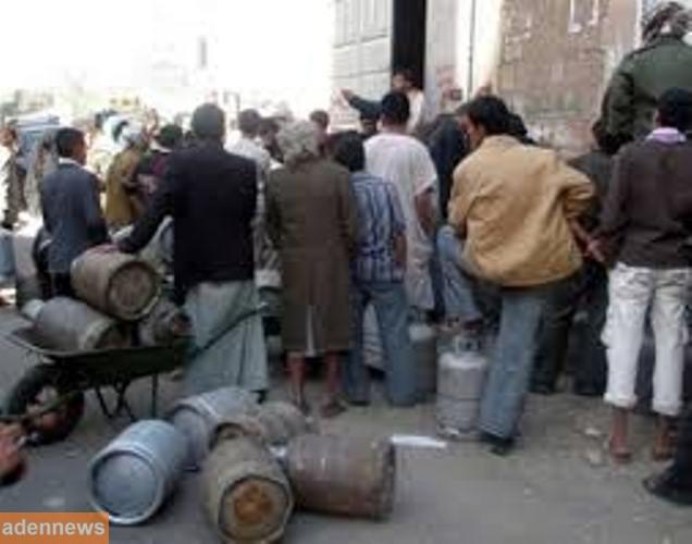 سكان العاصمة صنعاء يشكون من الارتفاع المفاجئ لأسعار الغاز المنزلي