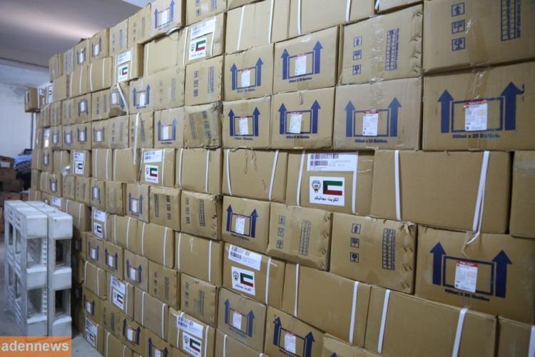 الكويت تمد اليمن بثلاث حاويات أدوية خاصة بالكلى والكوليرا وصلت إلى العاصمة المؤقتة عدن
