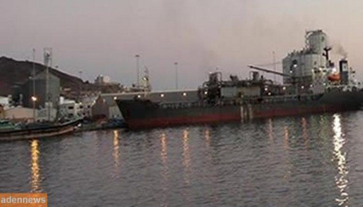 التحالف العربي يتهم الحوثيين بإعاقة تفريغ حمولة سفن تجارية في الحديدة