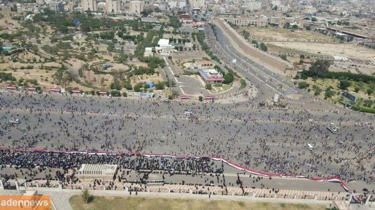 """بالصور.. انصار علي عبدالله صالح يستهزئون بالحوثيين وحشدهم """"الضعيف"""" ويقارنوه بحشد 24 اغسطس"""