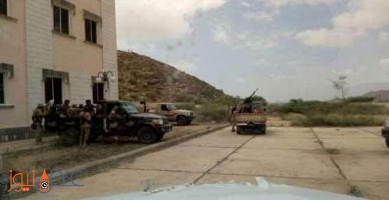 قوات الحزام الامني تعتقل عنصرين من عناصر تنظيم القاعدة في عملية مداهمة في ابين