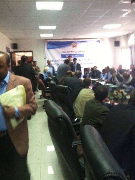 """""""بالصورة""""… تفاصيل العراك بين الوزير المؤتمري بن حفيظ والقيادي الحوثي """" المداني """" بصنعاء اليوم"""