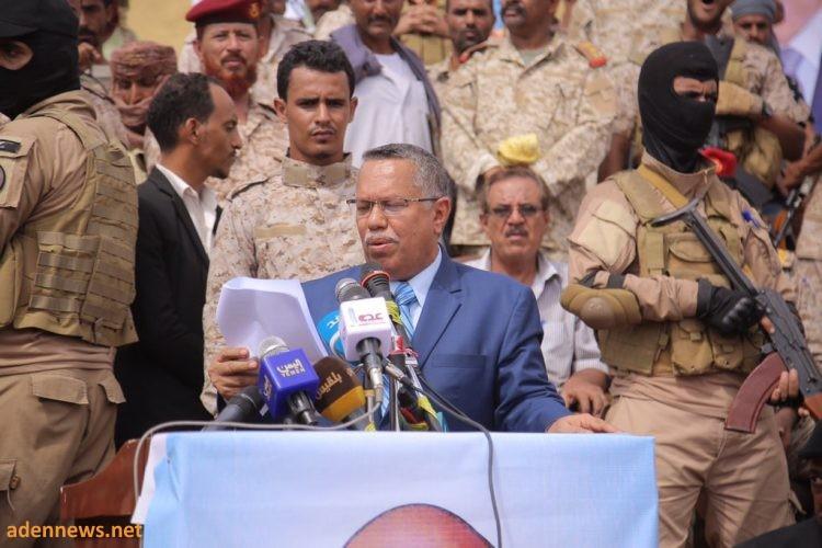 """من ابين..رئيس الوزراء يؤكد ان """"عهد القاعدة وداعش انتهى"""" وقرار الحكومة منع حمل السلاح في عدن لارجعة فيه"""