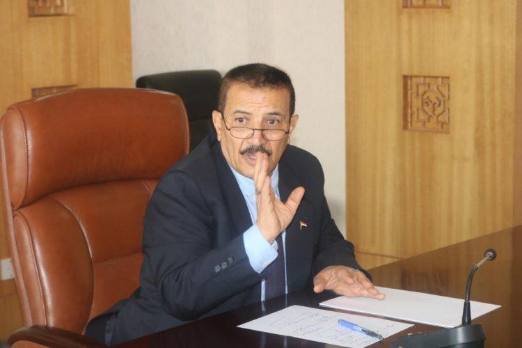مليشيا الحوثي تمنع وزير الخارجية بحكومة الانقلابيين من دخول مكتبه و«شرف» يعلن التوقف عن عمله