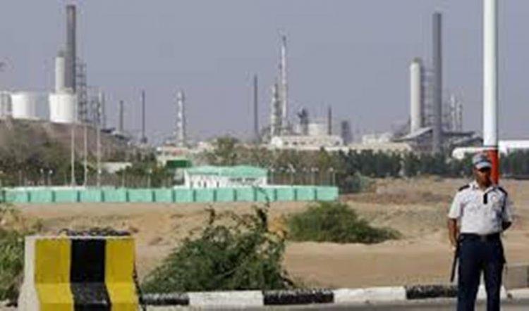 وكيل وزارة النفط يناقش مع ادارة فرع تعز تمويل الفرع بالمشتقات النفطية