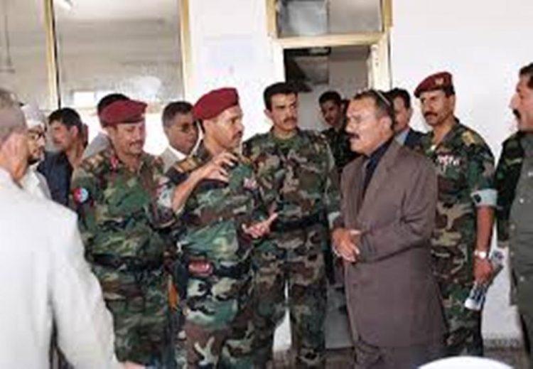 ضبوة ثاني اكبر معسكر للحرس الجمهوري يجرده الحوثيون من يد صالح