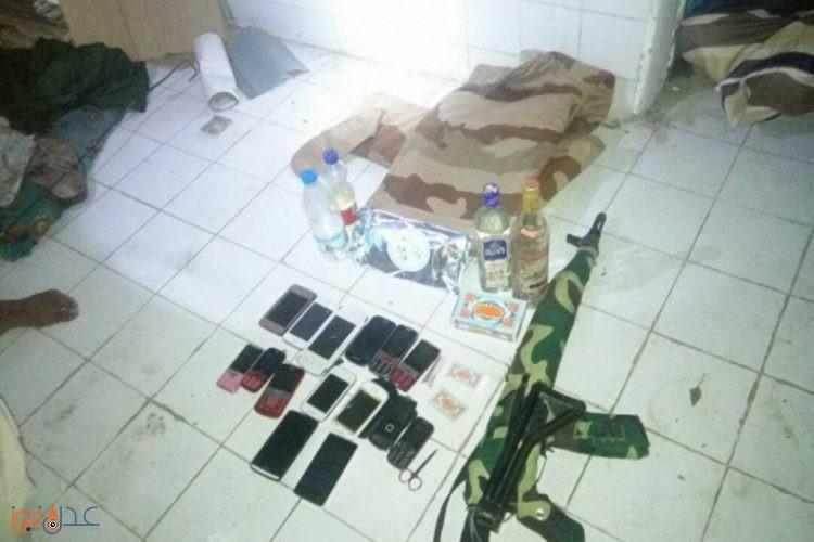 شرطة عدن تلقي القبض على عصابة تمتهن تجارة المخدرات والحشيش والخمور المستوردة