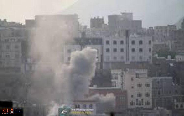 مقتل شاب وامرأة جراء سقوط صاروخ كاتيوشا على شارع الثلاثين غرب مدينة تعز