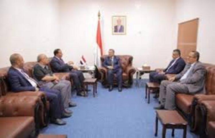رئيس الوزراء اليمني يلتقي الوفد الحكومي الذي زار تعز في قصر المعاشيق بعدن
