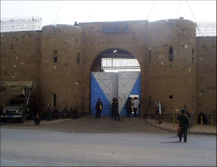 مليشيا الحوثي تعتدي على مختطفين في سجن الان المركزي بصنعاء وتنقلهم الى جهة مجهولة