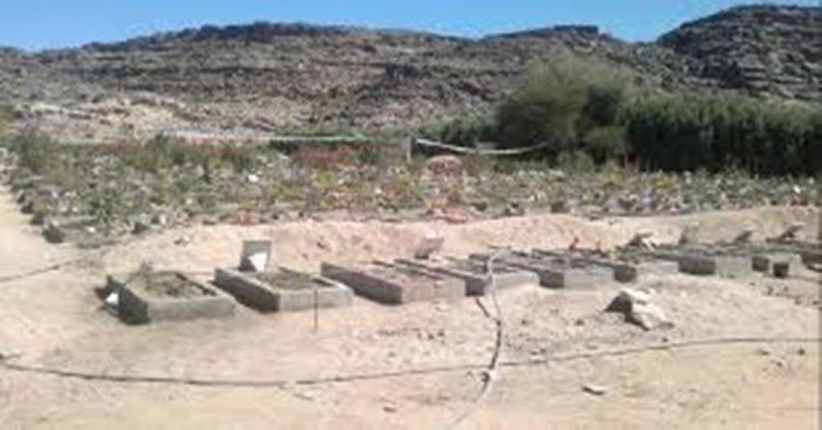 مليشيا الحوثي تسطو على القبور وتحولها الى مباني واماكن لهم في مدينة إب