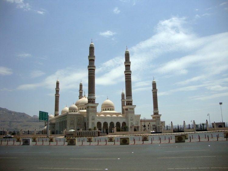 مليشيا الحوثي تسيطر بشكل تام على مسجد الصالح ومحيطه
