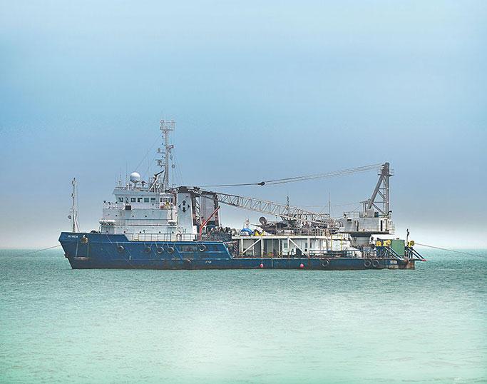 نفوق الاسماك في جزيرة سقطرى يتزايد وفريق بحثي يرجح ان يكون السبب الجرف البحري من السفن الاجنبية