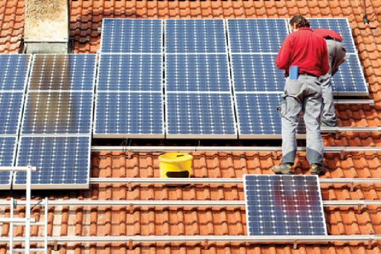 وكالة امريكية: تركيب الألواح الشمسية هي المهنة الاعلى طلباً في العالم