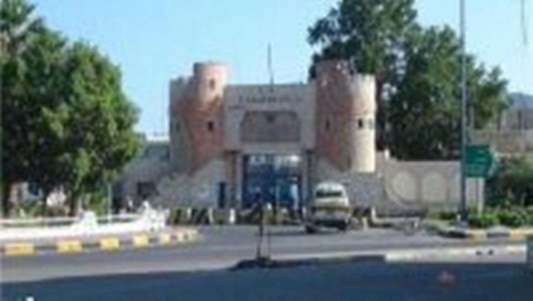 رئيس الجمهورية: يوجه مدير امن عدن بوقف نهب ممتلكات الدولة في اراضي ومنشئات معسكر 20 بكريتر