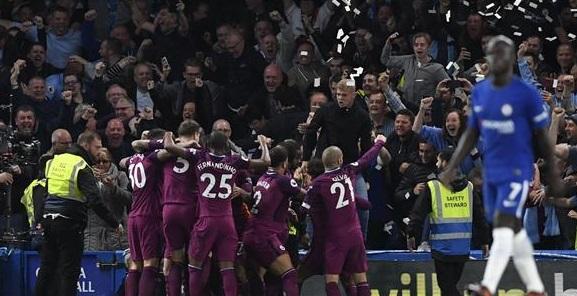 مانشستر سيتي يتصدر الدوري الانجليزي بعد تجاوز عقبة تشيلسي