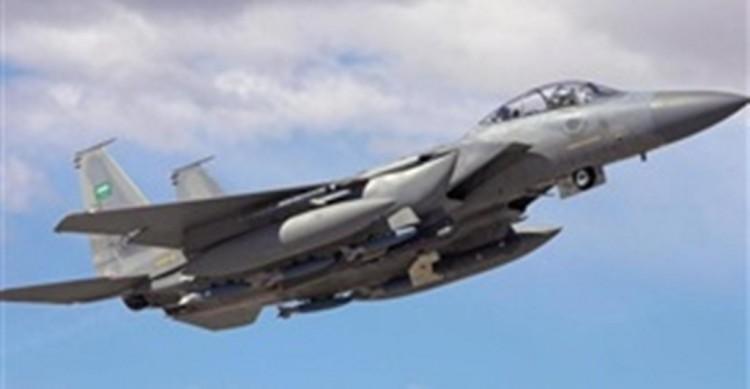 طيران التحالف العربي يشن غارات على مواقع الانقلابيين في مديرية عسيلان بشبوة