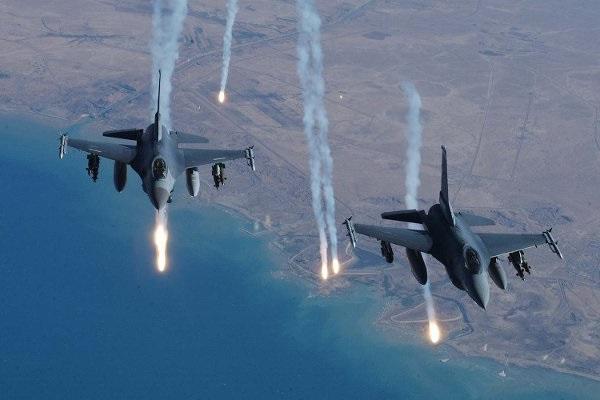 ذمار.. طائرات التحالف العربي تباغت احد معسكرات الانقلابيين التدريبية وتوقع العشرات