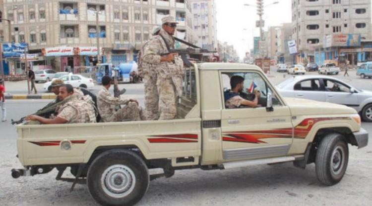 مقتل واصابة شخصين بمواجهات بين مسلحين في حي المنصورة بعدن