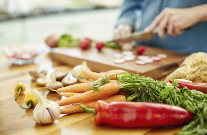 حاجة الإنسان الماسة إلى نظام غذائي معين بعد سن الأربعين!