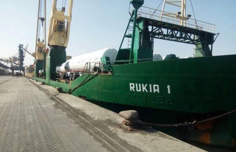 ثمانية ألاف طن من الخشب تصل ميناء عدن