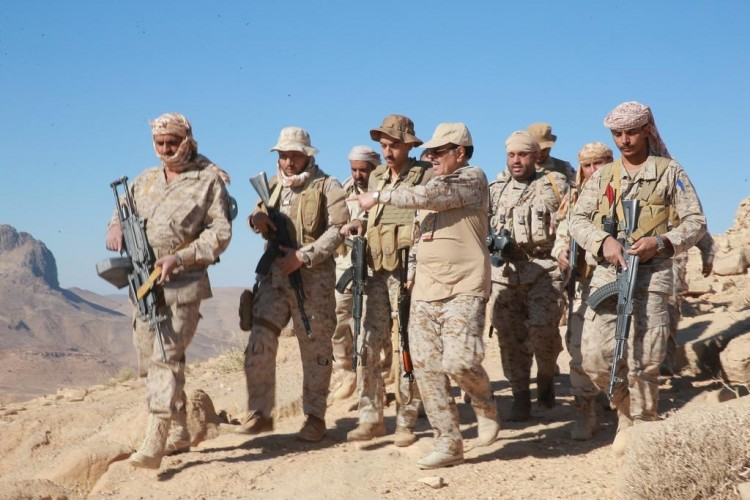 نائب رئيس الجمهورية يتفقد مواقع الجيش الوطني في جبهة نهم ..