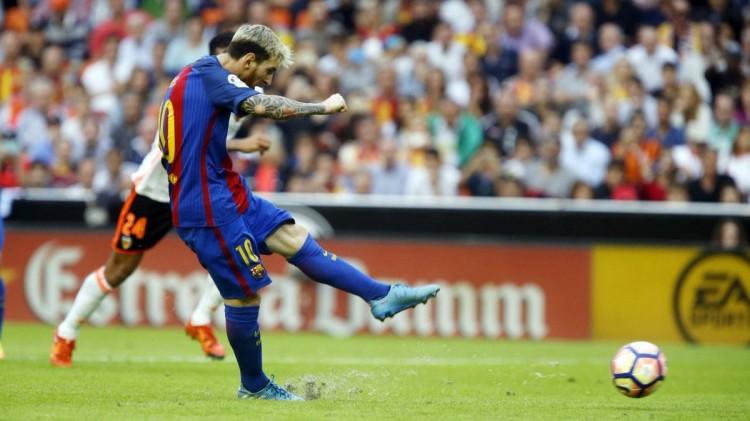 برشلونة يفوز بصعوبة على اشبيلية