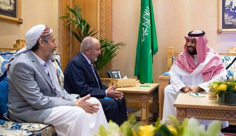 """رئيس حزب الاصلاح محمد اليدومي يكشف تفاصيل لقائه بالأمير محمد بن سلمان """"صورة"""""""