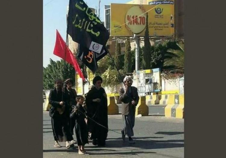 مليشيا الحوثي ترفع رايات سوداء ايرانية في العاصمة صنعاء