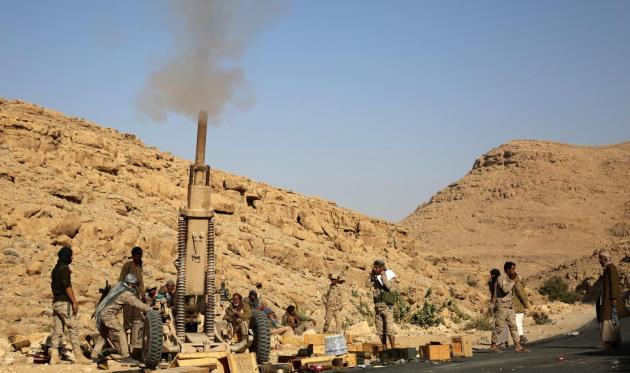 مدفعية الجيش الوطني تدمر آليات عسكرية للإنقلابيين في الضالع