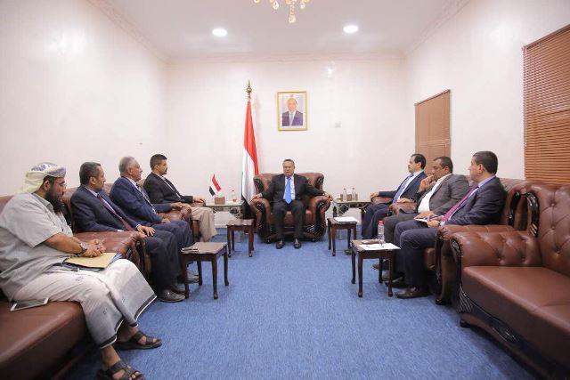 «بن دغر» يعقد اجتماعًا عاجلًا بقيادة السلطة المحلية في عدن