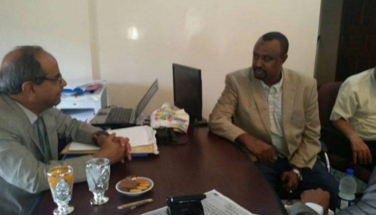 وزير التعليم العالي يناقش مع السفير الصومالي التعاون في المجال الثقافي