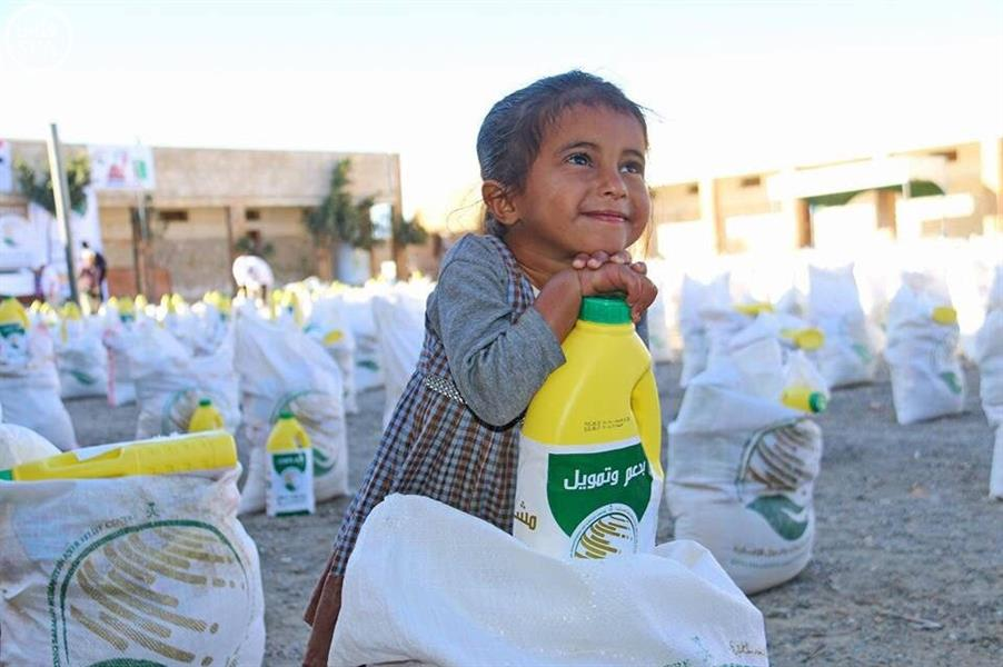 توزيع 1500 سلة غذائية في مارب مقدمة من مركز الملك سلمان