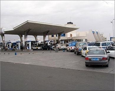 صنعاء: محطات الوقود تبيع المشتقات النفطية بسعر السوق السوداء