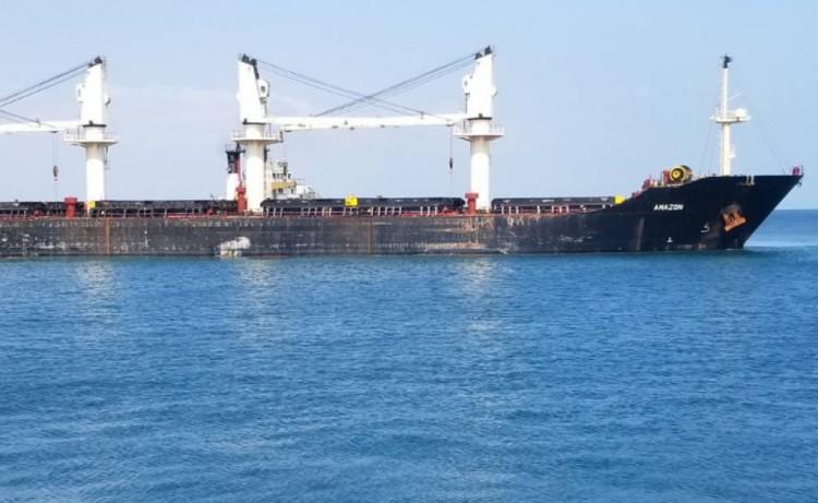 برنامج الغذاء العالمي يعلن عن وصول أول باخرة محملة بمساعدات إلى ميناء الصليف