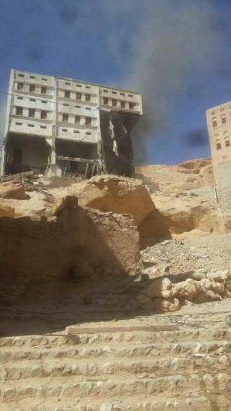 شاهد الفيديو.. على غرار تفجير مليشيا الحوثي لمنازل المواطنين.. النخبة الشبوانية تفجر منزل مواطن وتعقب ذلك صيحات التكبير.. تفاصيل