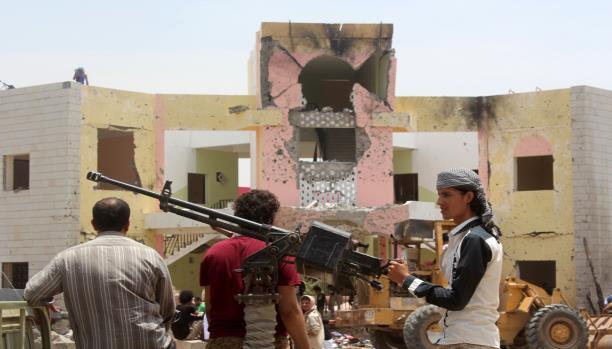 من يحكم مناطق سيطرة الشرعية في اليمن؟