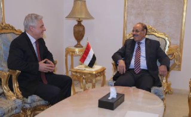 الفريق علي محسن يلتقي السفير الروسي لدى اليمن والأخير يؤكد حرص بلاده على إحلال السلام في اليمن
