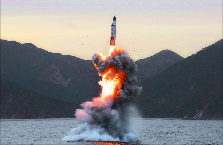 كوريا الشمالية تطلق صاروخا باليستيا جديدا