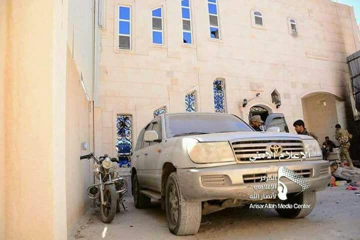 """عاجل .. شاهد بالصور.. """"حسن زيد"""" من داخل منزل المخلوع صالح يظهر مرتديا الزي العسكري"""