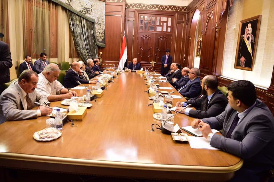 بعد معارك صنعاء… هادي وحكومته يبدون استعدادهم لدعم كل طرف يواجه الحوثيين