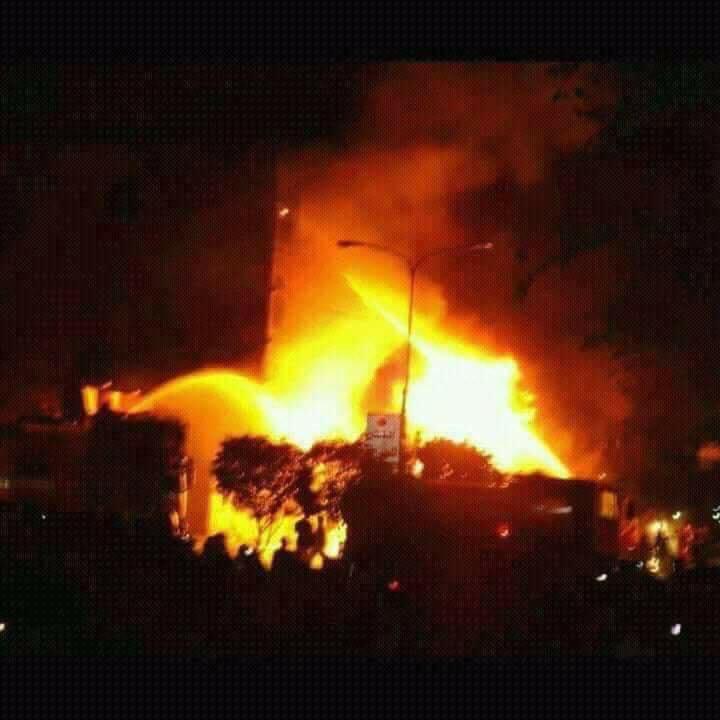 عاجل بالصورة.. طيران التحالف يدمر مبنى التلفزيون في صنعاء، وقوات صالح تحاول السيطرة على الموقع