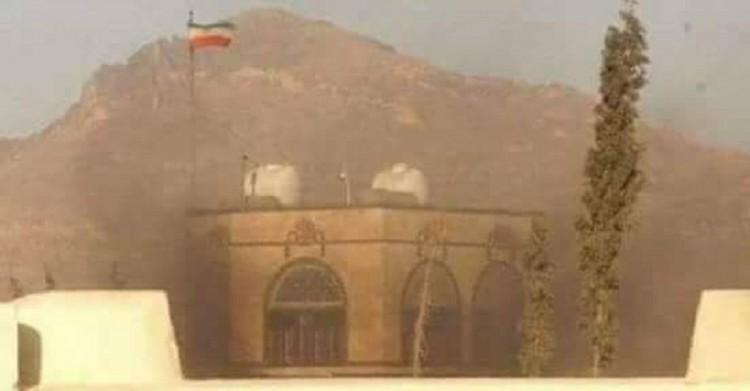 شاهد بالصورة.. السفارة الايرانية بصنعاء تحترق