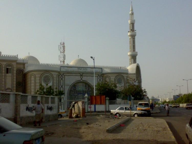 مجهولون يغتالون الشيخ عبدالرحمن العمراني إمام مسجد الصحابة في عدن