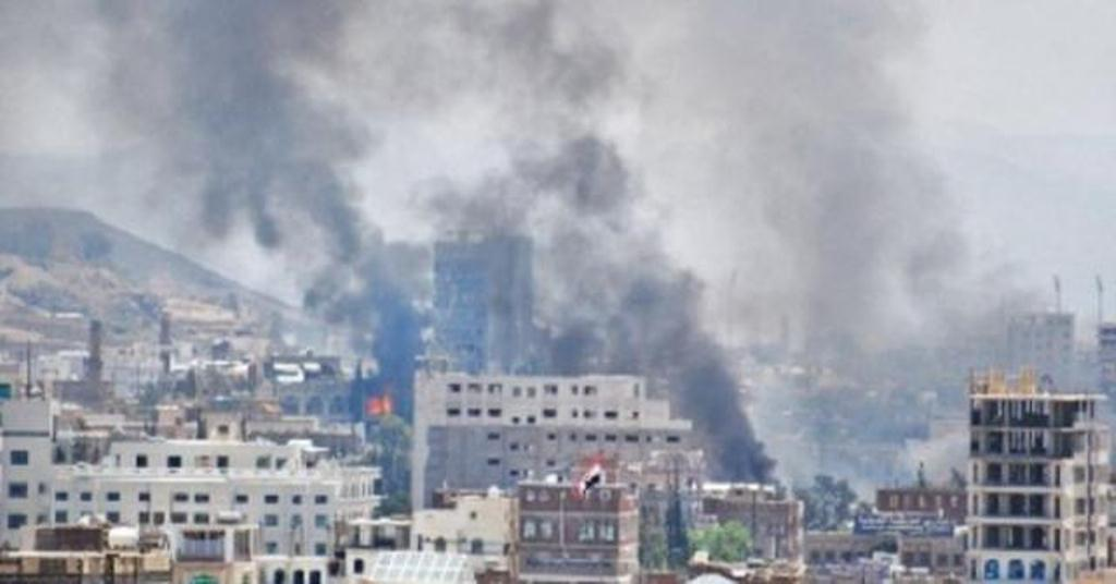 حالة ذهول في صنعاء.. والمحلات مغلقة.. ومليشيا الحوثي تفرض حالة الطوارئ وتنهب منازل الرئيس السابق صالح